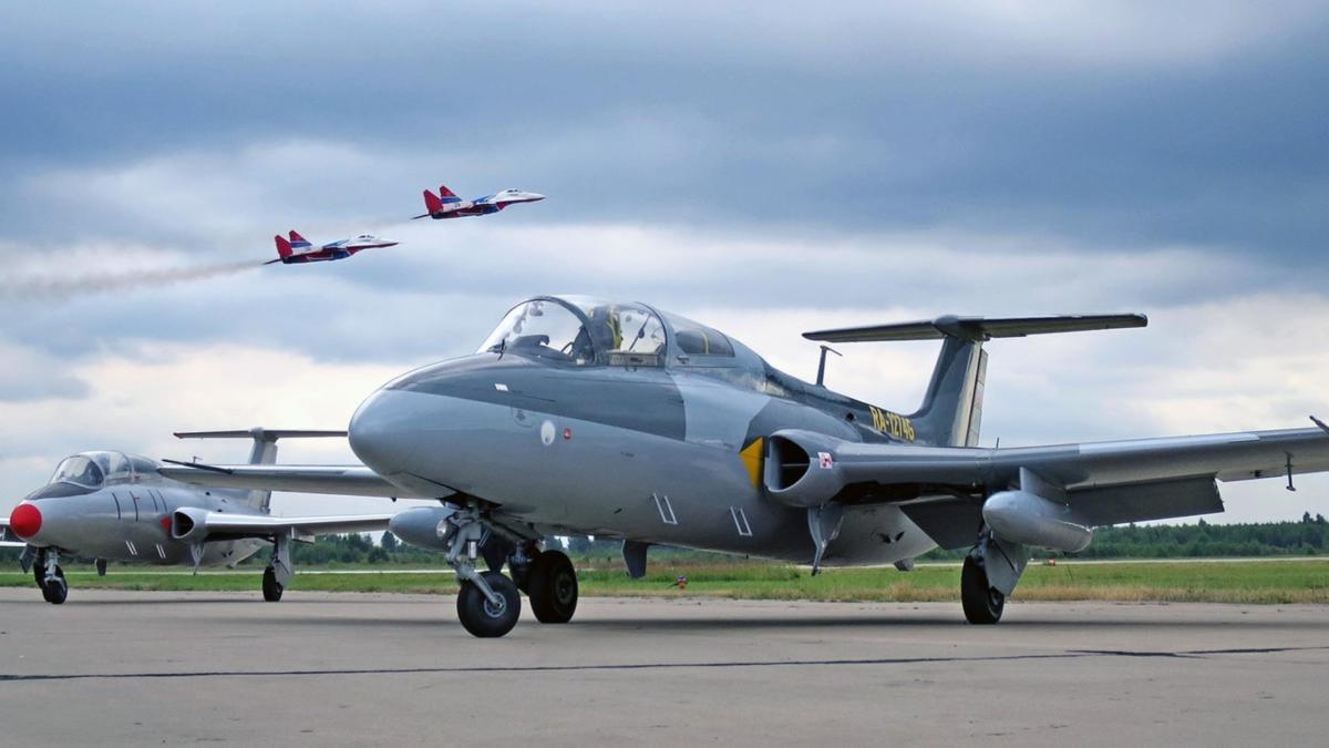 aero-l-29-delfin-chekhoslovatskii-uchebno-trenirovochnyi-sam